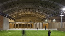 Da un deposito industriale a un campo da calcio indoor