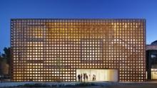 Da Shigeru Ban un involucro di legno e vetro per l'Aspen Art Museum