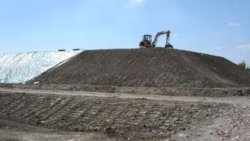Materiale da scavo sul piazzale: sistemazione edile o stoccaggio di rifiuti?
